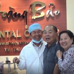 Vợ chồng Cô Chú Kim tại nha khoa Hoàng Bảo