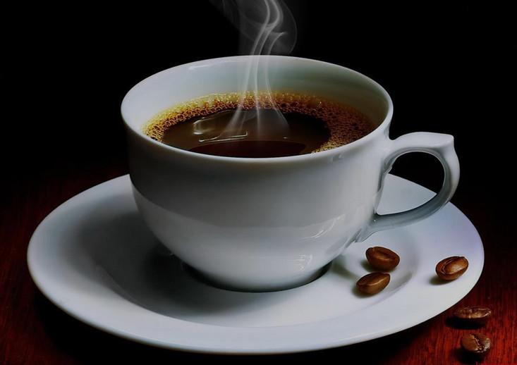 Có nên tẩy trắng răng khi bạn uống cà phê hàng ngày