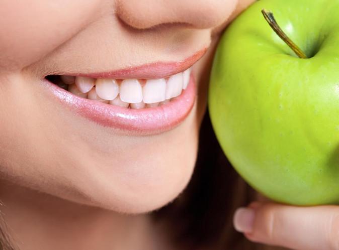 Những thực phẩm có màu sẽ lưu lại màu sắc trên răng.