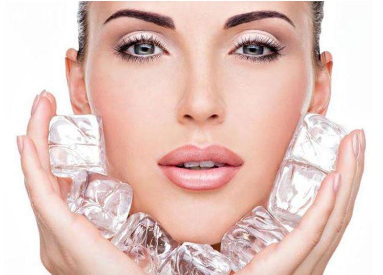 Dùng đá lạnh để giảm đau răng