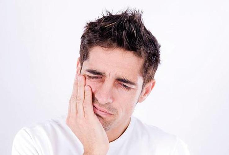 Viêm khớp thái dương hàm có nhiều nguyên nhân gây nên bệnh