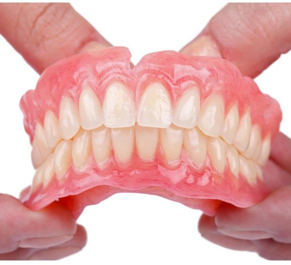 Những sai lầm không đáng có khi chăm sóc răng giả tháo lắp