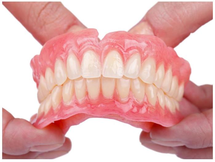 Răng giả tháo lắp được nhiều người lựa chọn hiện nay.