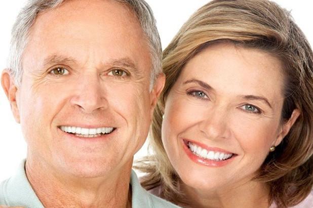 Làm hàm răng giả đem đến nụ cười tỏa sáng cho mọi người